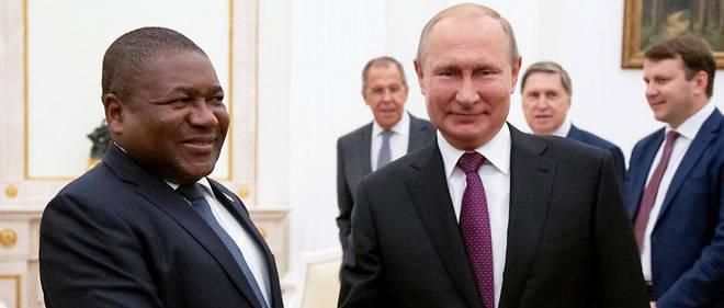La Russie aussi s'est mise sur le sillage des relations plus étroites avec l'Afrique. Son sommet Russie-Afrique les 23 et 24 octobre à Sotchi en est une belle illustration.Ici, Poutine avec Nyusi du Mozambique.