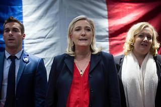 Marine Le Pen, ici avec Sophie Montel et Julien Odoul, n'a pas apprécié l'intervention de l'élu contre une mère de famille voilée.