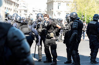 Gaspard Glanz lors de son interpellation à Paris, le 20 avril dernier.