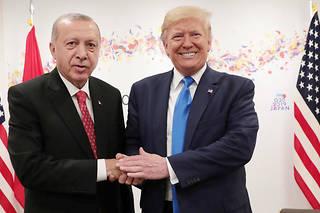 <p>Les États-Unis ont annoncé avoir trouvé un accord avec la Turquie sur un cessez-le-feu en Syrie. Il prévoirait la création d'une «zone de sécurité» en échange de la cessation des hostilités.</p>