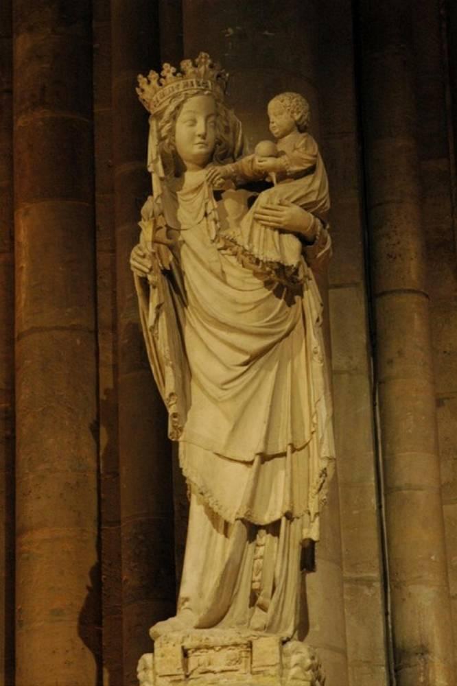 Notre-Dame : la Vierge du pilier, enfin dépolluée, retrouve les fidèles