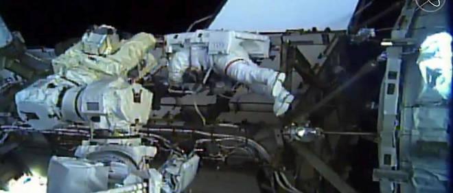 Les astronautes américaines Christina Koch et Jessica Meir sont sorties pendant plus de sept heures vendredi ensemble de la Station spatiale internationale (ISS) pour effectuer une réparation.