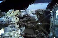 Les astronautes americaines Christina Koch et Jessica Meir sont sorties pendant plus de sept heures vendredi ensemble de la Station spatiale internationale (ISS) pour effectuer une reparation.