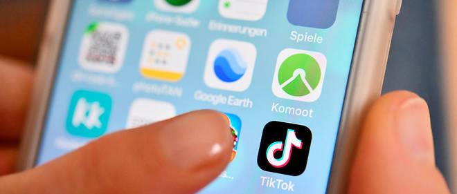 Le premier geste au réveil pour 61 % es sondés est de consulter son smartphone ou sa tablette.
