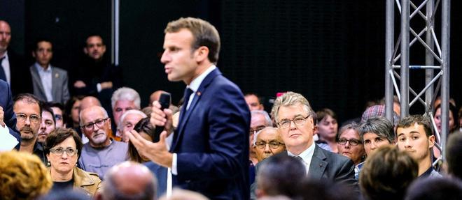 Emmanuel Macron lors du debat sur les retraites a Rodez, le 3 octobre.