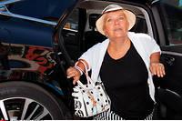 « Je ne vois pas pourquoi dans le sud de la France il n'y a pas de stationnement payant et, à Paris, on casque systématiquement », vitupère l'actrice.