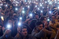 <p>«Nous sommes des gens de paix», criaient les manifestants rassemblés de nouveau sur la place épicentre des violences de la veille, à l'appel de la gauche radicale indépendantiste et d'autres collectifs pour dénoncer la «répression» des forces de l'ordre.</p>