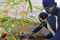 <p>Orant # 5, oeuvre de l'artiste franco-camerounaise Beya Gille Gacha, 1er Prix BISO. Dans cette oeuvre un enfant brise le sol en bétonafin de révéler la terre étouffée et d'y planter trois arbres hautement symboliques et fertiles : un Karité, un Nere et un Bambou. Un bel hommage à l'ancien président du Faso Thomas Sankara.</p>