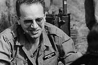 """<SPAN class=""""dflt-txt dflt-txt--lgnd g-gotham-book glbl-txt-alg-ctr"""">Bon camarade, le correspondant de guerre partageait sa ration avec les soldats américains dont il décrivait les combats au Vietnam. </SPAN>"""