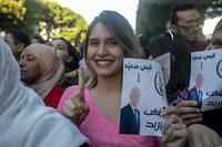 Les partisans de l'universitaire conservateur Kaïs Saïed pavoisent après la victoire écrasante de leur champion (72,29 %) à l'élection présidentielle tunisienne.