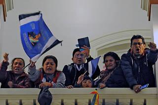 Le chef de l'État avait dit faire confiance au vote des zones rurales pour éviter un second tour, face à des centaines de partisans du Mouvement vers le socialisme (MAS) qui scandaient «Evo, tu n'es pas seul !».