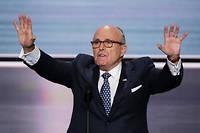 Hier roi de la communication politique, Rudy Giuliani est devenu le roi de la gaffe  sur les plateaux de télévision où il se contredit sans vergogne et  hurle au complot contre son auguste personne.