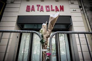 Le 13 novembre 2015, neuf hommes avaient attaqué en plusieurs points la capitale française et Saint-Denis, aux abords du Stade de France, à des terrasses de restaurant et dans la salle de concert du Bataclan.