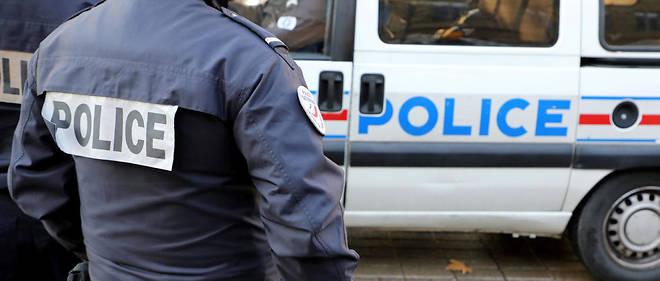 « Plusieurs signes et indices peuvent justifier de déclencher une procédure de signalement, comme des changements physiques et vestimentaires et alimentaires », selon une note du préfet de police.