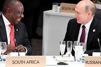 <p>La Russie noue de plus en plus de liens avec l'Afrique. Ici, les présidents sud africain Cyril Ramaphosa et russe Vladimir Poutine au G20 d'Osaka, au Japon, en 2019.</p>