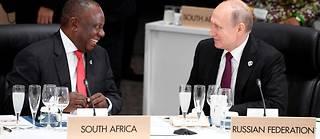 La Russie noue de plus en plus de liens avec l'Afrique. Ici, les présidents sud africain Cyril Ramaphosa et russe Vladimir Poutine au G20 d'Osaka, au Japon, en 2019.