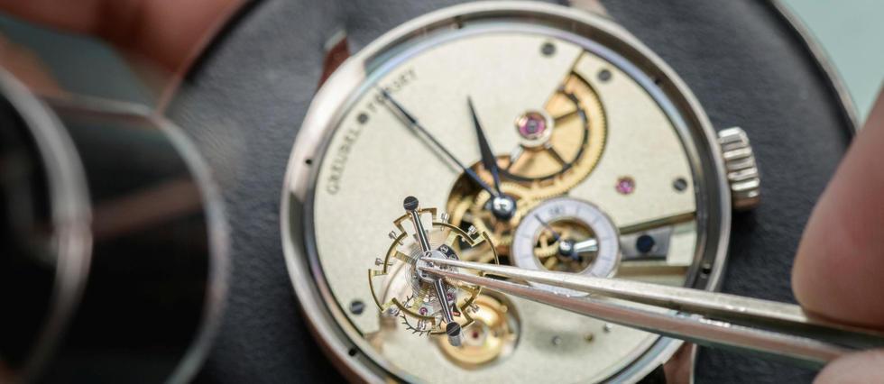 <p>Artisanat horloger. L'élitiste horloger Greubel Forsey dévoile une montre à 95 % faite à la main. Un projet horloger d'ambition nécessitant 6 000 heures de travail.</p>