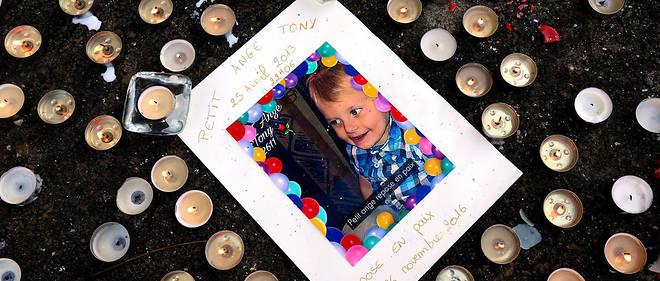 Photo en hommage à Tony, mort en novembre 2016 de maltraitance.