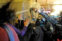 <p>De violents incidents ont éclaté lundi soir dans diverses régions de la Bolivie après la publication de résultats contestés de l'élection présidentielle.</p>