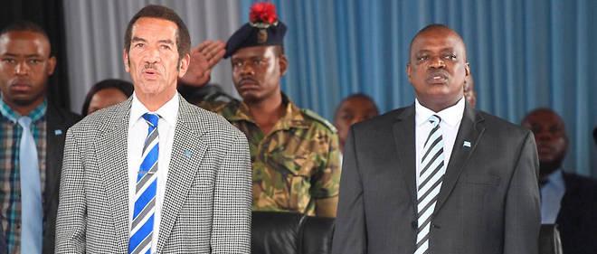Au Botswana, l'ancien président Ian Khama (à gauche) et son successeur Mokgweetsi Masisi, tous deux issus du parti au pouvoir, se livrent une guerre sans merci depuis plusieurs mois.