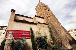 «Le musée va devenir un enfer», affirme une de ces inscriptions visibles depuis l'extérieur du musée.