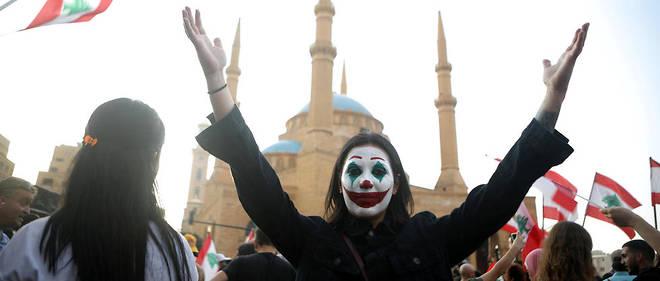 Beyrouth, le 19 octobre: un manifestant libanais, le visage peint aux couleurs du super-vilain célèbre de DC Comics, défilait parmi des dizaines de milliers d'autres en ce troisième jour de protestation contre la hausse des impôts et la corruption gouvernementale supposée.