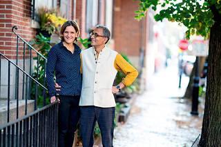 Esther Duflo et son mari, l'économiste américain Abhijit Banerjee, Prix Nobel d'économie 2019, chez eux à Boston, le 14octobre.  ©BRYCE VICKMARK