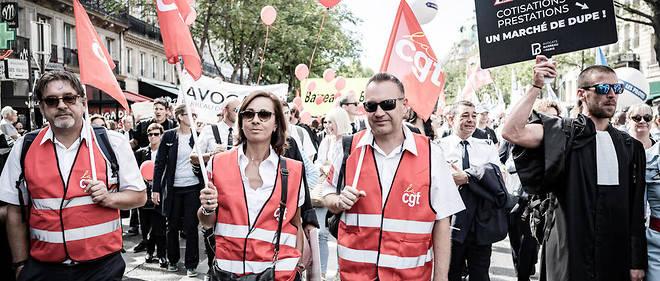 À Paris, le 16 septembre 2019, les avocats du collectif SOS Retraites manifestent contre la réforme, rejoints par des infirmiers libéraux.