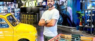 Loïc Mondé, cofondateur de Hors Ligne, une galerie augmentée dans le quartier Saint-Cyprien.  ©Lydie LECARPENTIER/REA