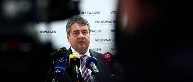 Sigmar Gabriel fut vice-chancelier d'Angela Merkel et ministre de l'Économie (2013-2017) puis chef de la diplomatie (2017-2018). Avant cela, il avait été ministre de l'Environnement (2005-2009) et ministre-président de l'État régional de Basse-Saxe, et à ce titre un des principaux actionnaires du groupe Volkswagen.
