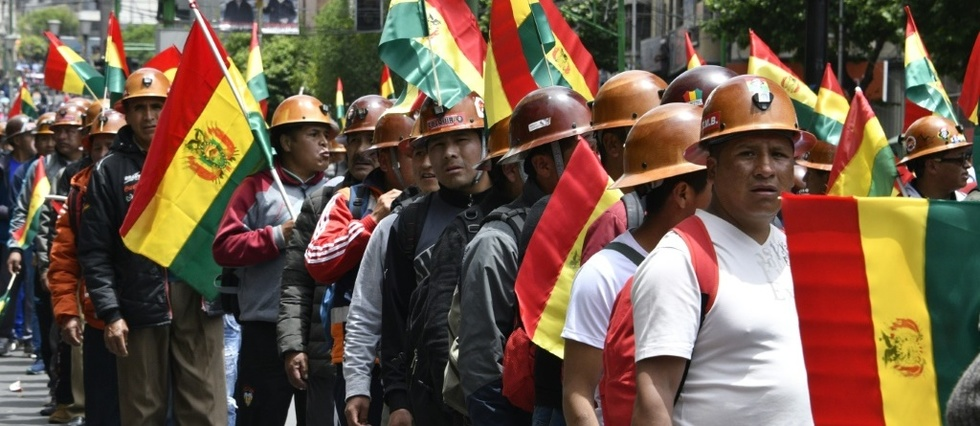 Morales reelu en Bolivie: demonstration de force des deux camps, plus de 30 blesses