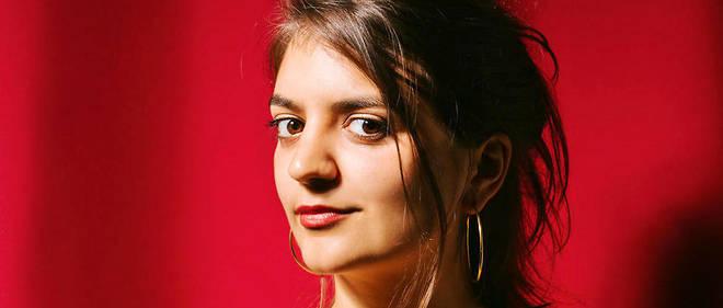 """La journaliste Victoire Tuaillon anime le podcast """"Les Couilles sur la table"""", produit par Binge Audio."""
