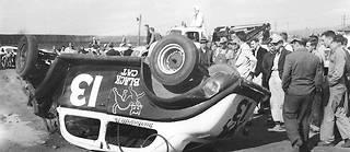 Le responsable de l'accident de cette voiture de course américaine, en 1950 ? Son numéro, bien sûr ! Les treizophobes répondent aussi au doux nom de triskaïdékaphobes…
