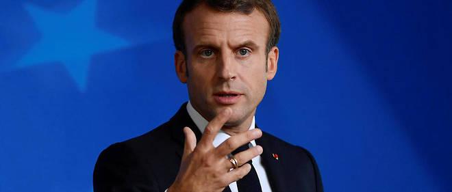 Pendant cinquante minutes au cours de son retour de Mayotte, Emmanuel Macron s'est confié à «Valeurs actuelles» sur les sujets d'immigration et de laïcité.