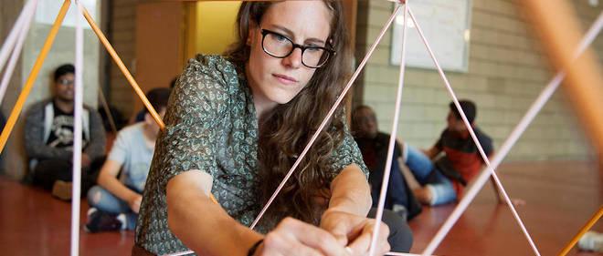 Elsy Mandelbrot coanime un atelier avec des lycéens de seconde de Seine-Saint-Denis, à l'université Paris-13.