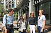 Pierre, Ines, Emma et Geoffrey, etudiants d'ecoles d'ingenieurs francaises en sejour academique a Berkeley (Californie).