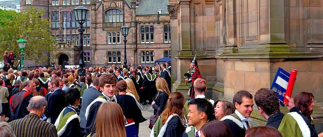 Cérémonie de remise de diplômes àl'université d'Édimbourg, réputée pour lesarts, les humanités et l'informatique.