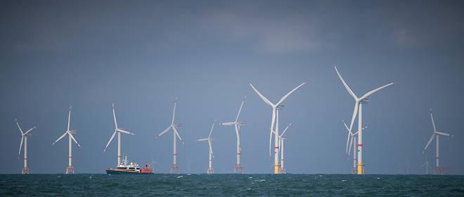 Champ d'éoliennes off-shore, au large d'Ostende. Jean-Yves Grandidier pense qu'il est réaliste d'intégrer 60 à 65% d'énergie éolienne et solaire dans la production française d'électricité d'ici à 2035.
