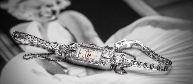 Sertie de diamants, cette montre de cocktail datant des années 1930 aurait été offerte à Marilyn Monroe par son troisième mari, Arthur Miller.