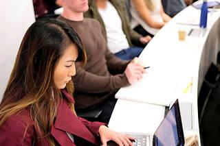 A l'IE Business School, on encourage le travail en groupe et l'esprit d'entraide… jusqu'à la compétition du classement final.  ©Matias COSTA/PANOS-REA