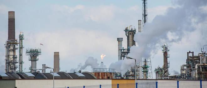 Raffinerie de pétrole d'Exxon. Les émissions de gaz à effet de serre sont dues en grande partie à la production d'énergie à partir de charbon et de pétrole.