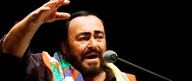 Luciano Pavarotti en concert à Hongkong en 2005.