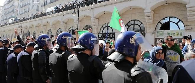 #magistrat_suspendu_grèves_algerie