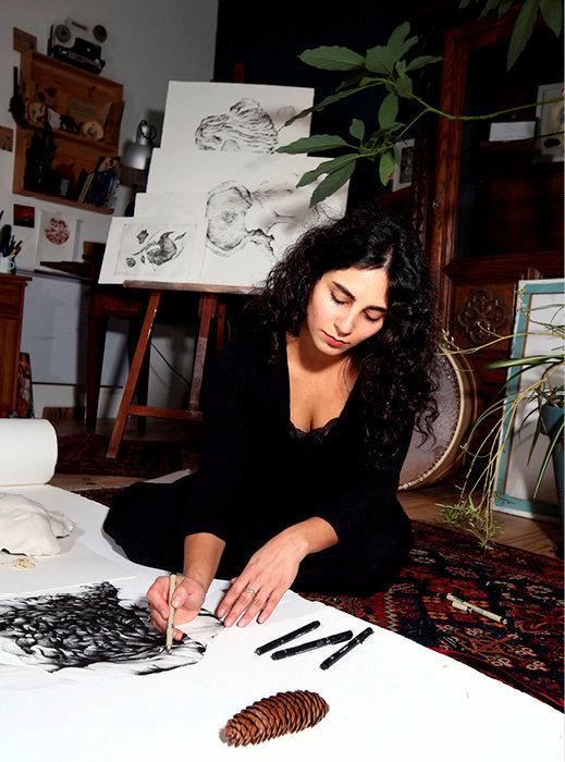 Grâce. Yosra Mojtahedi dans son atelier de la banlieue lilloise. L'Iranienne est en résidence au Fresnoy, à Tourcoing.