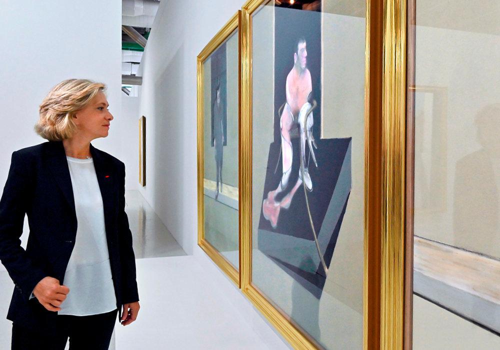 Art. La présidente dumouvement Libres! au Centre Pompidou, àParis, à l'occasion del'expo «Bacon en toutes lettres», devant le «Triptych» (1986-1987), le 15octobre.