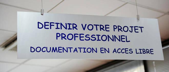 Espace projet, réception, accueil d'un salarié préparant un projet de reconversion professionnelle. Pancarte « Définir votre projet professionnel» Fongecif, Fonds de gestion du congé individuel de formation professionnelle.