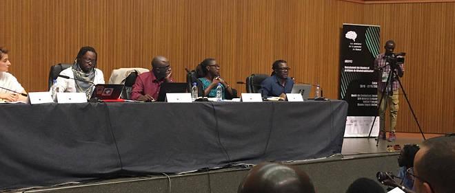 Parfait Akana (au bout à droite) dans le panel sur la folie, avec à sa gauche Angèle Bieng, Joseph Tonda et Abdourahmane Seck. Un grand moment des Ateliers de la pensée