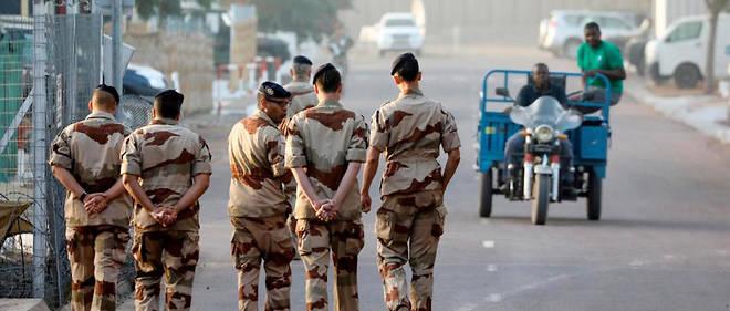 Des soldats français de l'opération Barkhane à la base de N'Djamena le 22 décembre 2018.