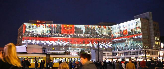 Projection de vidéos sur les immeubles de l'Alexanderplatz, à Berlin le 8 novembre.