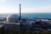 «EDF calcule que six réacteurs EPR construits par paire, financés sur une durée d'environ vingt ans, coûteraient au moins 46 milliards d'euros », souligne «Le Monde».